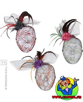 Masque décoré avec résille et plume